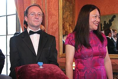 Mme Dening Wu Lohez est nommé Chevalier de l'Ordre National du Mérite français (French)